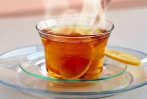 Горячий чай с добавлением лимона