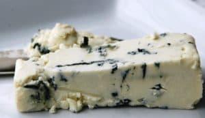 Французский сыр с плесенью