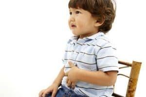 Болит животик у ребенка