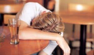 Человек без сознания после приема Клофелина с алкоголем