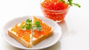 Блюдо с красной икрой