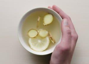 Напиток из имбиря, лимона и чеснока